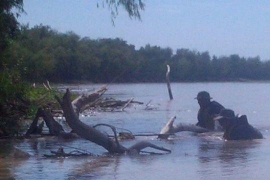 Refuerzan la búsqueda del otro menor en el río Bermejo