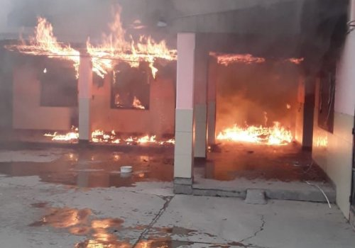 Incendio en parte de la Escuela Ciudad de Orán